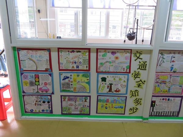 """近日,青华幼儿园开展了""""交通安全知多少,请你也说一说""""为主题的亲子手"""